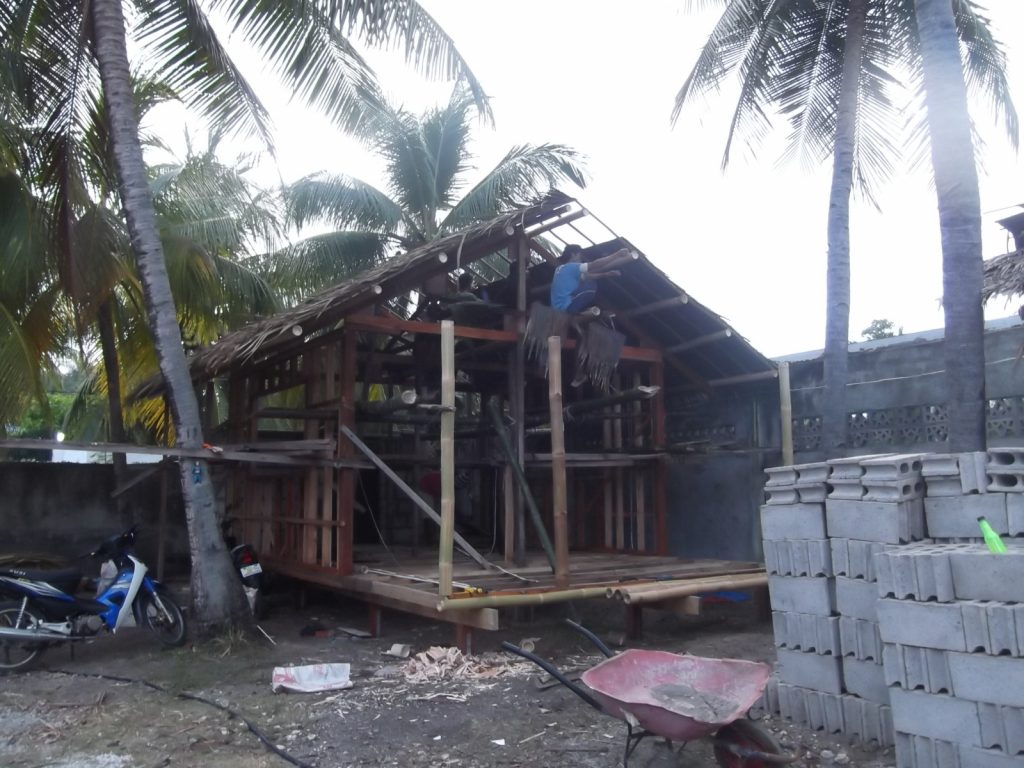 SIBULAN BEACH HOUSE - NIPA HUT